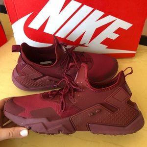 Nike Huarache size 10.5 (men's) burgandy color